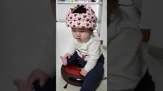 로봇청소기 탄 아기