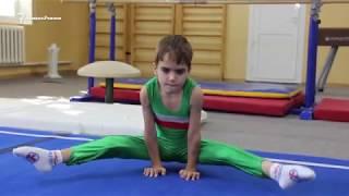 Чеченские мальчики идут в гимнастику