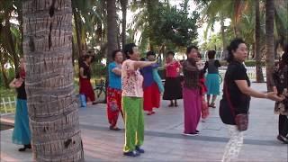 Танцующая Санья в Китае остров Хайнань