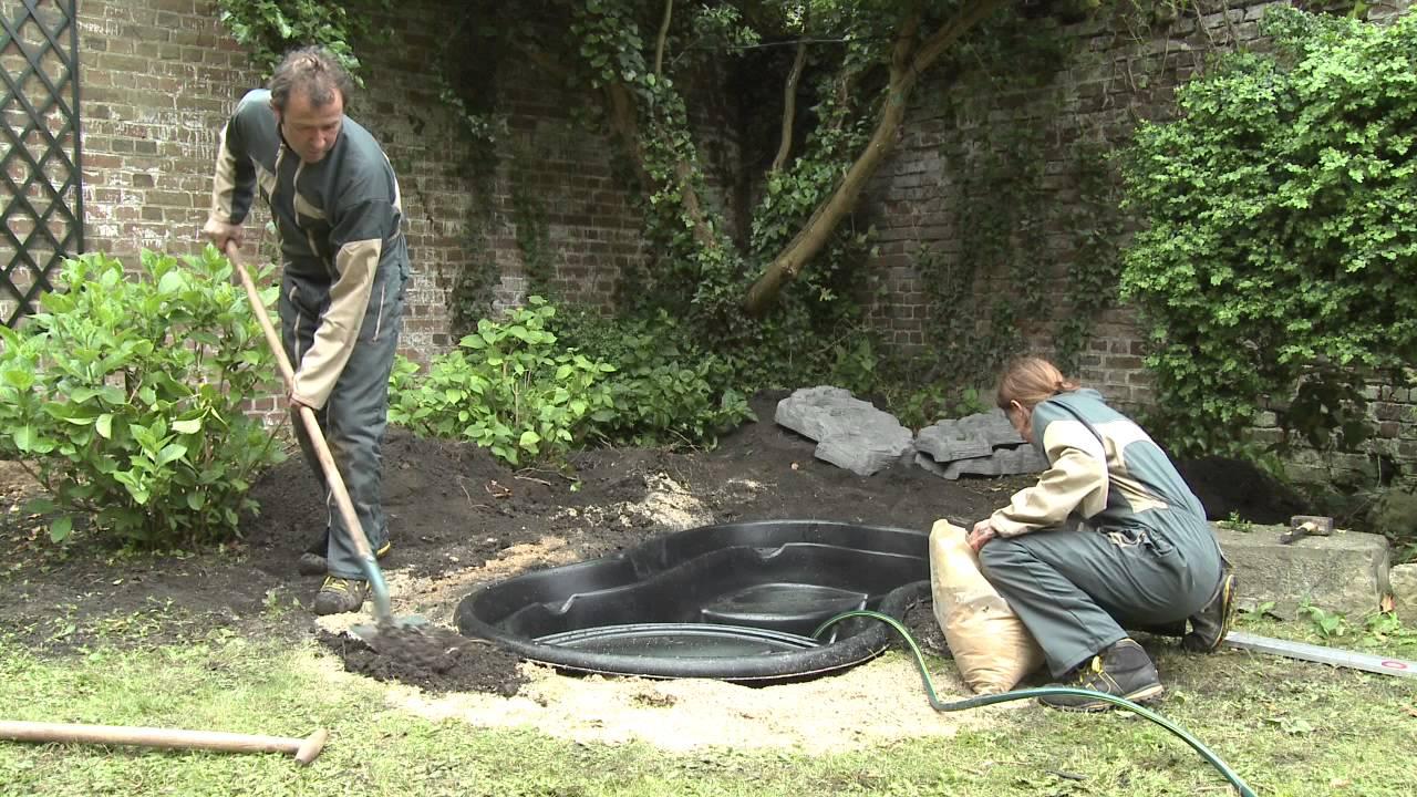 De aanleg van een ubbink voorgevormde vijver youtube for Een vijver