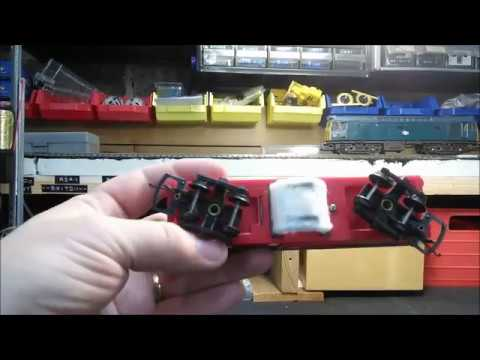 Model Railway Track cleaning using the Tri-ang R344 track cleaning car