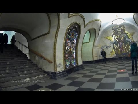метро Новослободская - вход на станцию и два именных