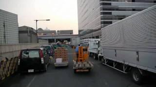 大阪市中央卸売市場の市場西棟果物売場から市場東棟青果売場へ移動