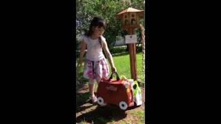 Детский Чемодан Trunki Trixie Zebra Gruffalo(Эпизод фотосессии Trunki в Москве. Детский чемодан Trunki Trixie Yellowtrunki. Мальчикам тоже нравится розовый цвет! Купит..., 2016-05-29T15:43:01.000Z)