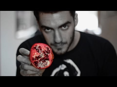 How To De-Seed A Pomegranate In 3 Seconds, Like A Pervert | HuffPost Life