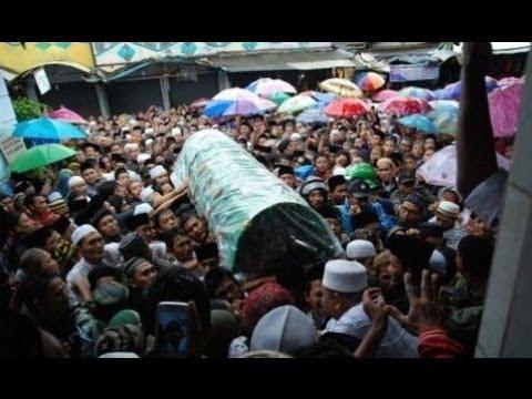 Prosesi Pemakaman KH  Sahal Mahfudz Kajen Margoyoso Pati Jawa Tengah, Ribuan pelayat hadir