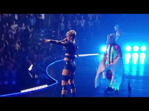 Katy Perry Dunks with Brad the Dad at Witness Milwaukee Tour