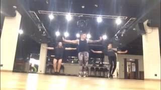 Shuffle dance / RIMAS обучение electro house(Официальный канал YouTube артиста RIMAS Организация концертов: Тел.: +79099333366 E-mail: rimas@rimasmusic.ru Сайт: rimasmusic.ru RIMAS..., 2016-08-20T18:42:43.000Z)