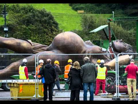 Naked pregnant woman arrives in sedate Devon 'Verity' is 65ft tall, weighs 25 tonnes