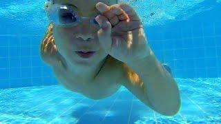 BABY DIVES| Как научить ребенка плавать и нырять. Инструкция от юной проныры