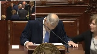 See The Terrifying Moment Minnesota's Governor Fell During Speech