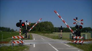 Video Spoorwegovergang Usquert // Dutch railroad crossing download MP3, 3GP, MP4, WEBM, AVI, FLV April 2018