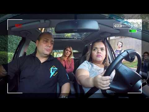 Domingo Show ajuda Ju, esposa do anão Marquinhos, a perder medo de dirigir