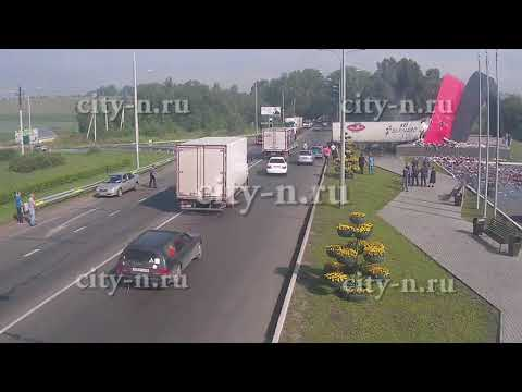 Лютое ДТП в Новокузнецке: фура разнесла въездную стелу