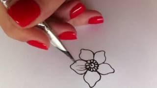 Роспись мехенди. Цветок на бумаге.