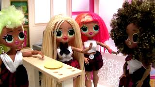 L.O.L. Surprise! Style case Playset - LOL OMG Dolls going to School