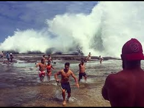 GIANT ROGUE WAVE HITS SYDNEY BEACH