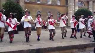 Английский народный танец / UK: Morris dance(Самодеятельные артисты исполняют английский народный танец (morris dance) в поместье герцога Мальборо Бленхейм..., 2012-06-16T20:05:31.000Z)