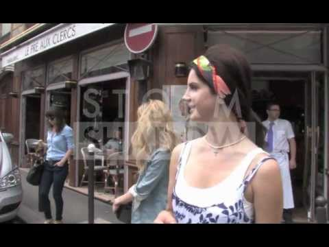 Lana Del Rey in Paris shopping pasteries