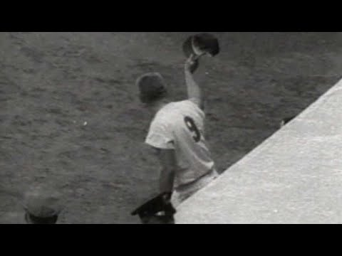 Roger Maris breaks Babe Ruth