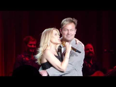 Kylie Minogue - Especially For You (w/ Jason Donovan) (HD) - Hyde Park - 09.09.18
