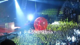 Josh dun in hamster ball 8-11-16 @ MSG - Twenty One Pilots