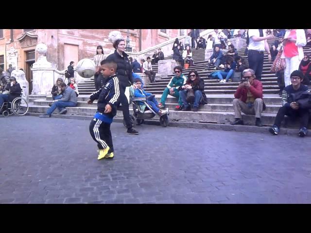 bambino prodigio show a piazza di Spagna Vincent