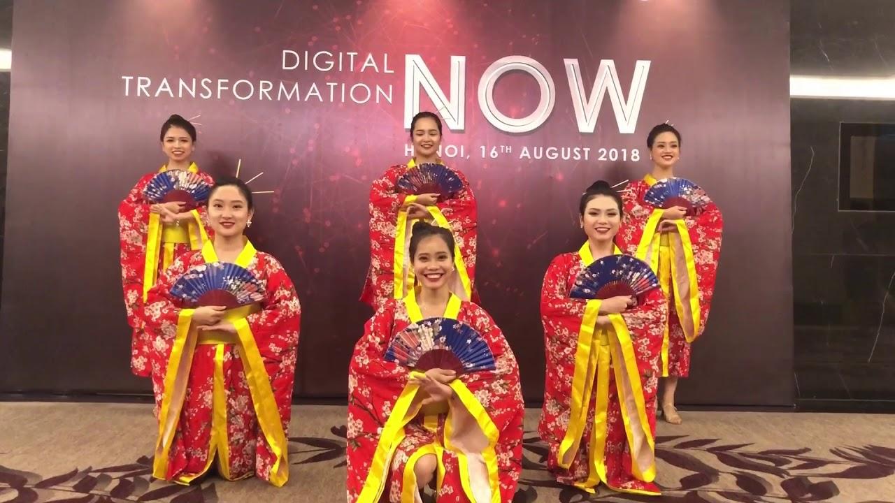 Múa quạt Nhật – vũ đoàn Light
