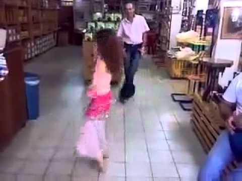 رقص بنت صغيرة جامدة مووووووووووووووووووووووت thumbnail