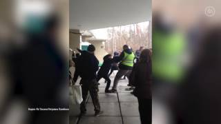Под Киевом неизвестные напали на пансионат с переселенцами 18+