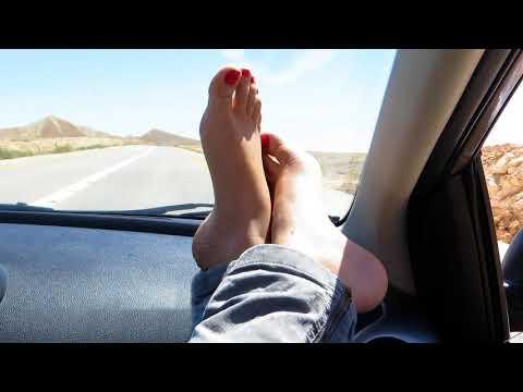 Почему трескается кожа между пальцами на ногах?
