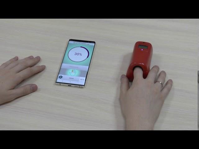 Демонстрация работы неинвазивного глюкометра EDVAIS с мобильным приложением
