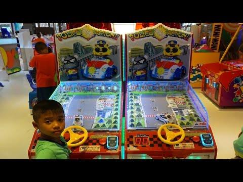 เช เล่นเกมส์แข่งรถ Kids play