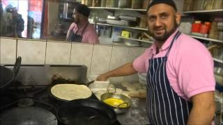 Buying the cheapest Channa/Chole Paratha Wrap in London & the UK for £1.00 - Indian Street Food.