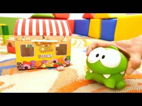 Om Nom şekerlerin peşinde! Sayıları ve renkleri tekrar ediyoruz - eğitici çocuk videosu!