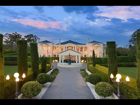 Majestic Mansion Amid Exquisite Gardens in Brisbane, Austral
