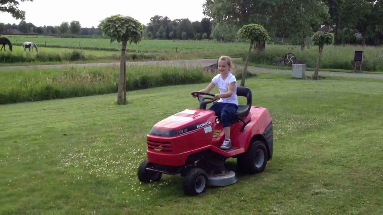 Twin 2 year olds racing lawn mowers - YouTube