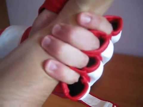 В числе непременных атрибутов экипировки для единоборств и смешанных боевых искусств можно назвать перчатки mma. Они обеспечивают защиту.
