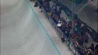Shaun White Slams Face on SuperPipe Run - Winter X Games