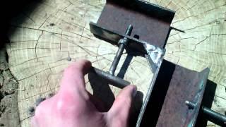 Самодельный угловой зажим для сварки(Самодельный угловой зажим. Самодельный угловой зажим для сварки. Непосредственно сама сварка требует иног..., 2015-05-14T17:59:56.000Z)