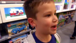 APPLE Store NIKE и VANS ЧЕЛЛЕНДЖ на все ДЕНЬГИ Мальчики против Девочек Fun Games Challenge