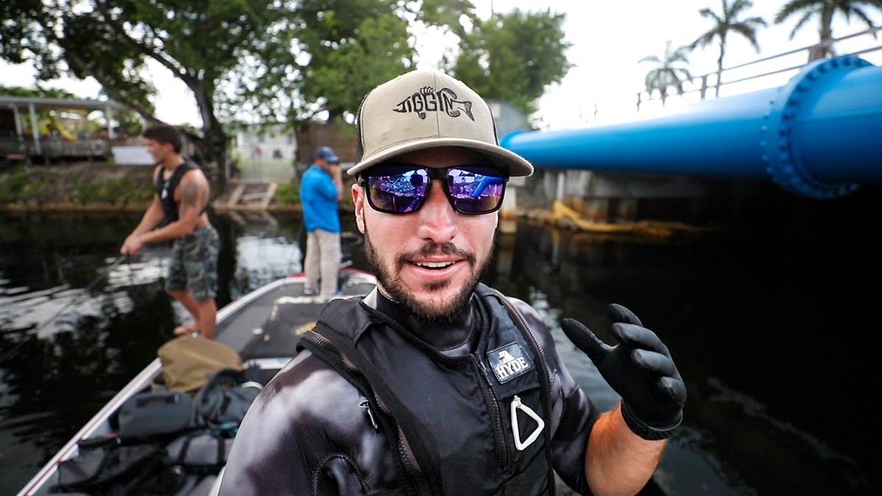 running-into-giant-python-underwater-in-miami-canals-treasure-hunting