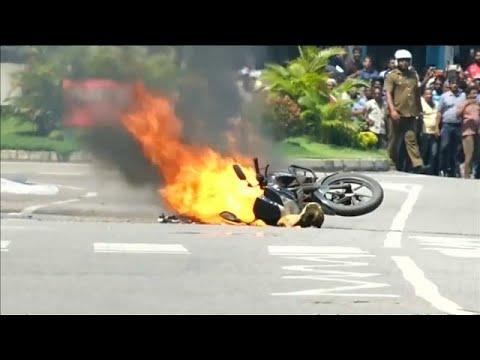 شاهد: لحظة انفجار دراجة مفخخة في عاصمة سريلانكا  - نشر قبل 40 دقيقة