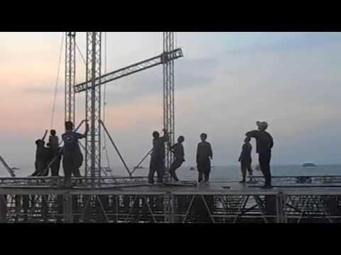 Паттайя. Подготовка к фестивалю фейерверков. Как работают камбоджийцы.