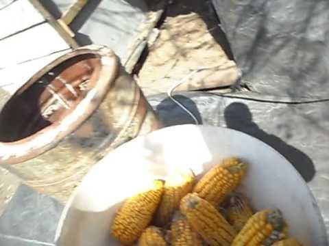 Ручная лущилка кукурузы - YouTube