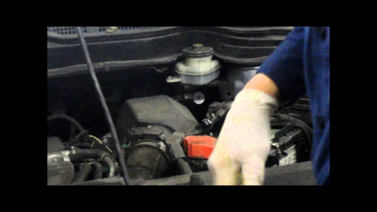 How to replace the battery on a Honda CRV - YouTube