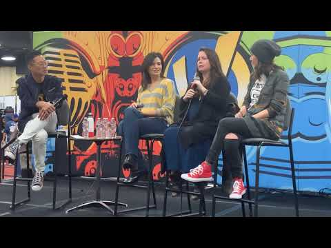 Holly Marie Combs On Going Into Acting And First Lesbian KIss At Wizard World Oakland