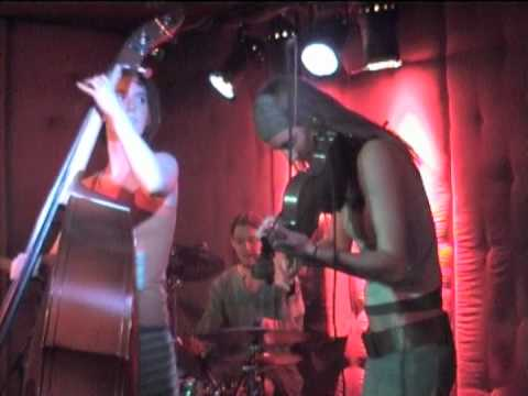 "Double Entendre Live @ Mojos Bar, 2006: ""Plane hsarC"""