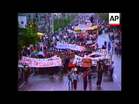 SOUTH KOREA: KWANGJU: POLICE CLASH WITH ACTIVISTS