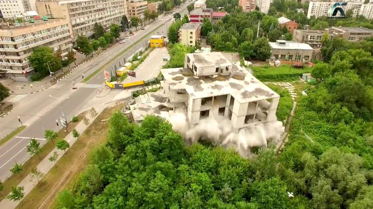 В Харькове автомобиль въехал в торговый центр - YouTube